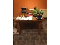8 seater dining table with removable legs - good condition