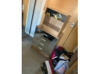 3 door wardrobe, x2 bedside tables & small chest of drawers