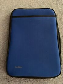 Belkin slim protective sleeve with carry handle