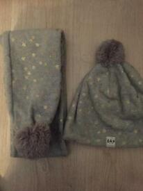 New gap hat and scarf set size m RRP £16