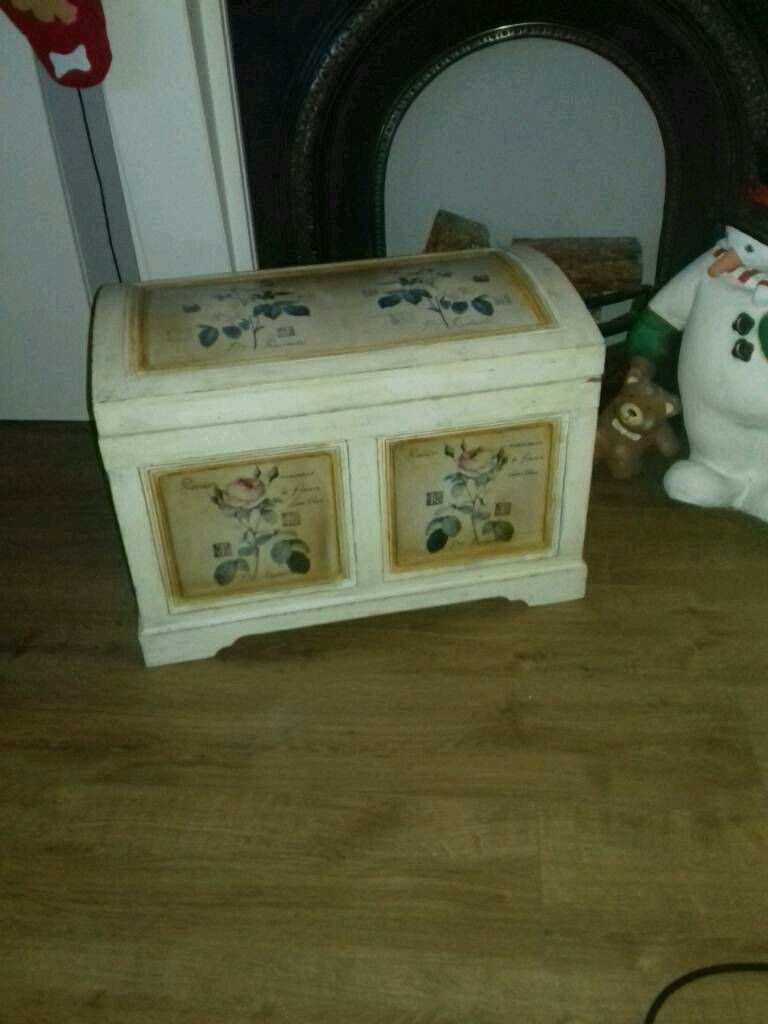 LOVELY STORAGE CHEST TRUNK BOX