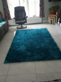 Stunning shaggy rug - teal colour - excellent condition