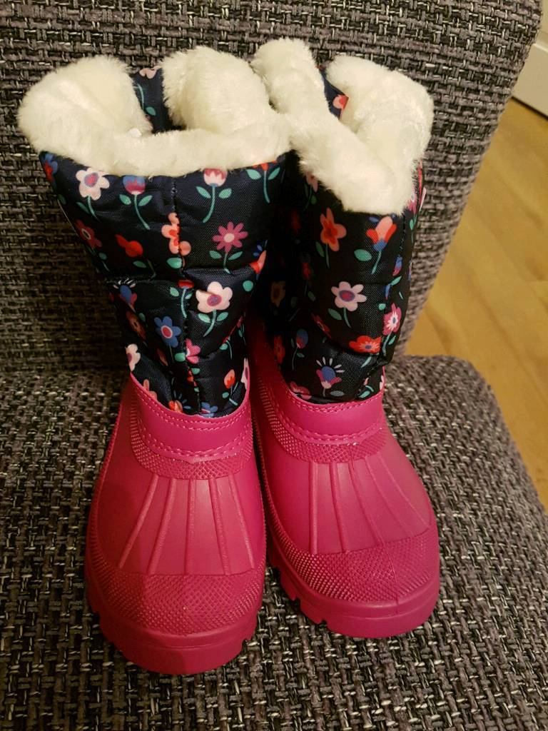 Girls brand new snow boots size 8