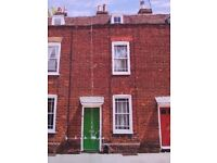2/3 bedroom terraced house available in Canterbury for rent, short or long term.