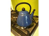 LE CREUSET kettle - never used - Mint condition