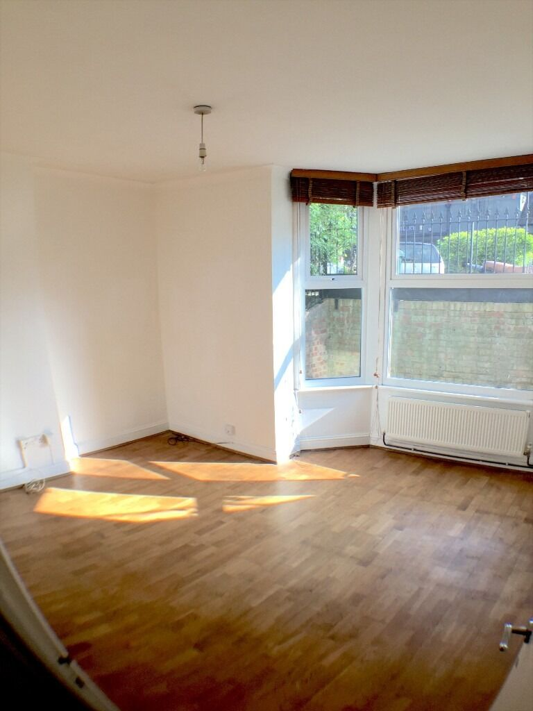 Really Lovely Large 2 Bedroom Flat with Big Garden, and lots of storage.