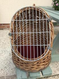 VINTAGE WICKER CAT/SMALL DOG/ANIMAL CARRIER BASKET
