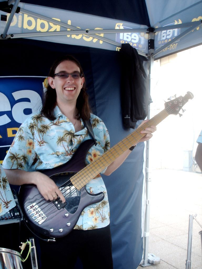 Lessons in Guitar or Bass available at Begginner/Intermediate