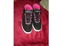 Ladies brand new size 5 trainers air walk