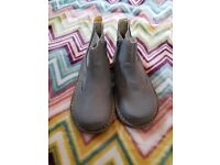 Chelsea boots boys size 7