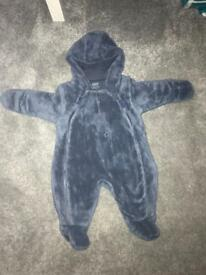 Snow suit size