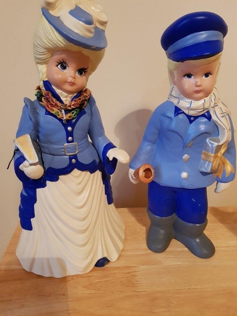2 pottery ornaments