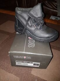 Mens size 5 work boots