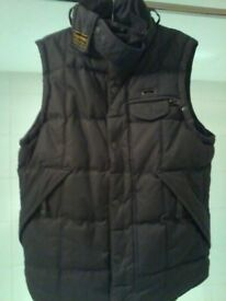 BRAND NEW SUPERDRY MENS HEAVY DUTY WAX GILLET / FULLY LINED / ZIP-UP + POPPER UP FRONT / SIZE LARGE