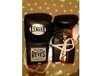 Cleto Reyes Official Boxing Gloves 16oz Black Lace