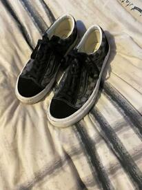 Men's check aboard vans size 9