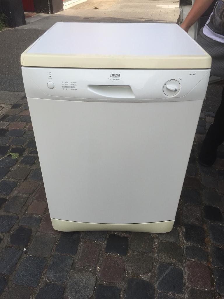 Zanussi Full Size Dishwasher, LOCAL DELIVERY POSSIBLE.