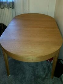Solid wood Dining Table - Almost New -Oak