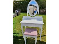 Dressing table mirror stool set