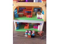 ELC happyland Rose cottage with figures great condition