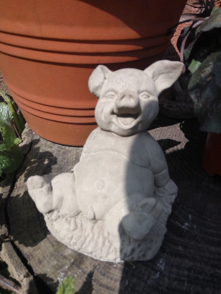 Pig lawn ornament - Laughing Pig Garden Ornament