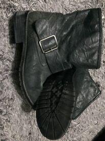 Such- ladies black boots 39