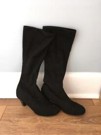 M&S WOMENS BLACK SUEDE KNEE HIGH BOOTS - SIZE 5