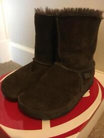 Brown Mukluk Fur-lined FitFlop Boots - Size 5