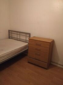 1 DOUBLE ROOM WITH CLOSET and DRAWER FOR RENT