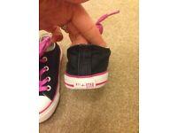 Girls Converse size 9