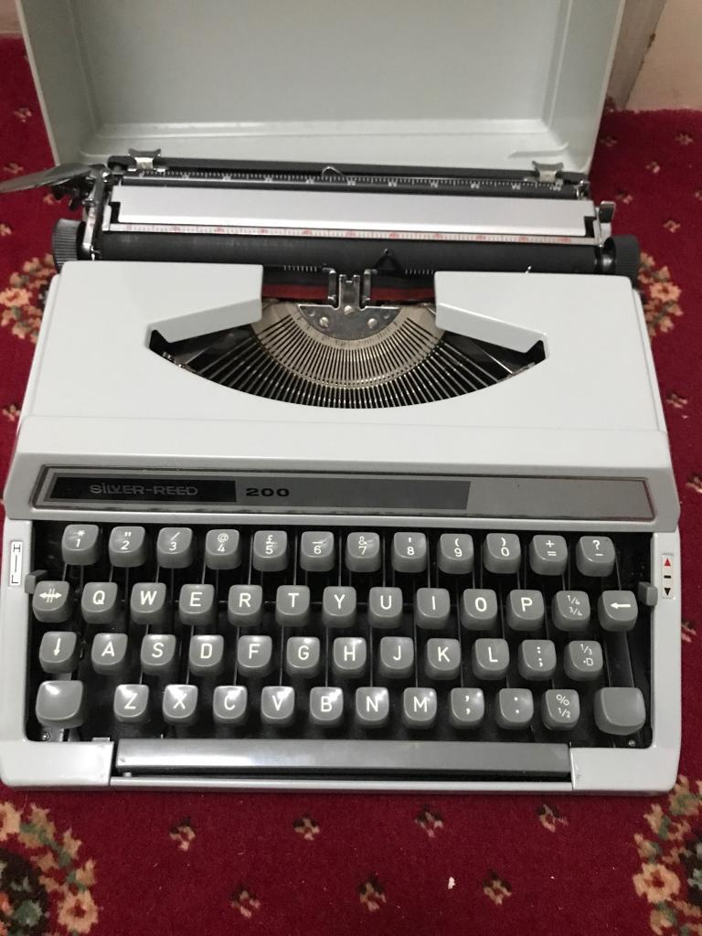 Silver-reed typewriter with manual