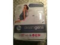 dreamgenii Pregnancy support pillow and 2 white covers