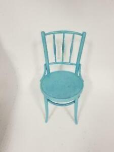 chaise en bois couleur varié restaurant , café , bistro ,frais peint 25$ chacune