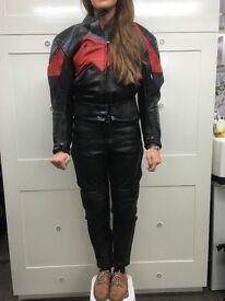 Ladies full Biking Suite : Jacket, 2x leather trousers + Helmet