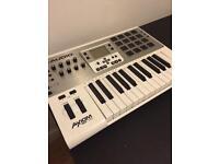M-Audio Axiom Air 25 keyboard and sampler