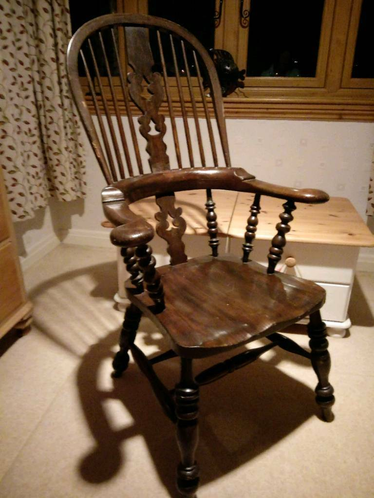 Old wheelback high back oak pine carver chair