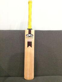 Newbury Krakatoa Magma Junior Cricket Bat
