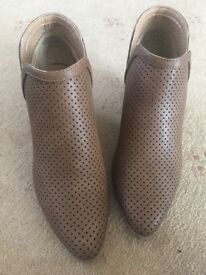 JustFab brown boots size *5.5*