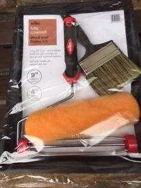 Paint Roller and Tray with Brush set NEW
