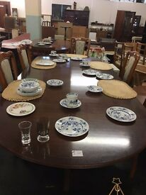 beautiful dining table in a very good condition