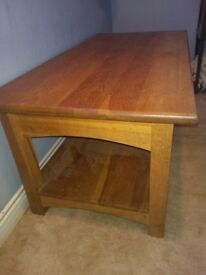 SOLID OAK COFFEE TABLE, GOOD CONDITION.