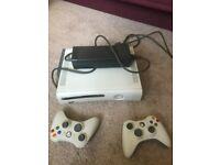 XBOX 360 complete with transformer, 2 controllers and 1 battery pack