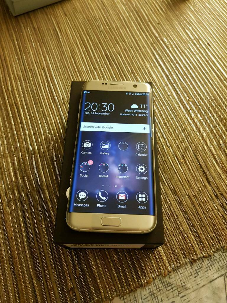 Samsung Galaxy S7 Edge with VR Gear