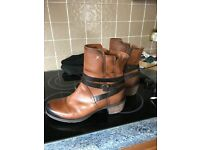 Pikolinos Ladies Boots size 41 brown and black