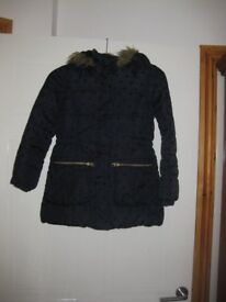 WINTER COAT age 8-9 Padded/lined with hood & fake fur BEAUTIFUL CONDITION great for the cold weather