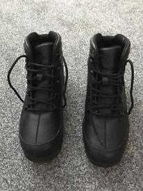 Timberland junior boots size 4