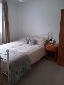 Airy double room in Helston townhouse