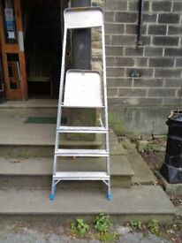 2 Heavy duty step ladders