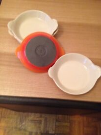 Le creuset shallow dishes x6