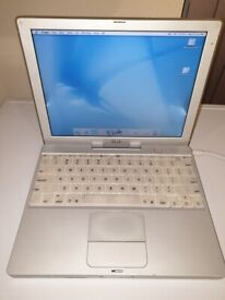 Apple Ibook M6497 in excellent condition for it's age. Collectors Item